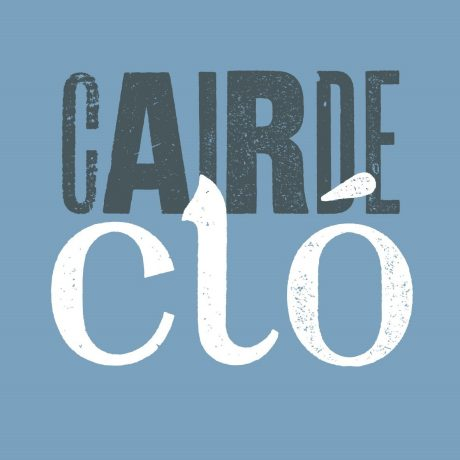 thumbnail_Cairde_Clo_on_blue_square